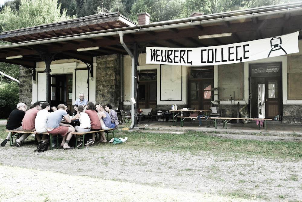 Ideen für einen Ort mit Geschichte: Architekturgespräche rund um den alten Neuberger Bahnhof