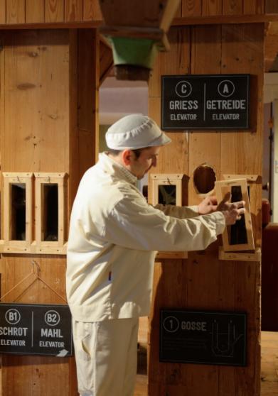 Frische Luft im alten Gemäuer: die Ausstellung in der 500 Jahre alten Mühle.