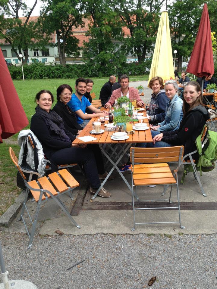 """Nicole Troesch beim sagenhaften """"Viertelübergreifenden Stammtisch"""": Einmal im Monat trafen sich Kreative in unterschiedlichen Grazer  Vierteln zum Austausch."""